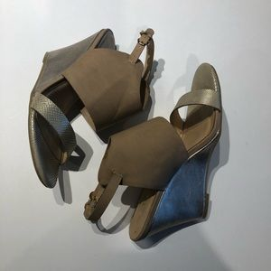 Chinese laundry wedge heel gold leather upper 7.5